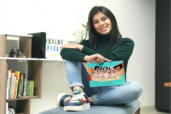 Estudiante de Ciencias y Educación lanza libro ¿Color piel?