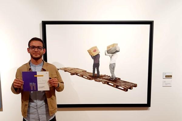 Imagen noticia: Estudiante recibe primer puesto en Salón Arte Joven Club El Nogal